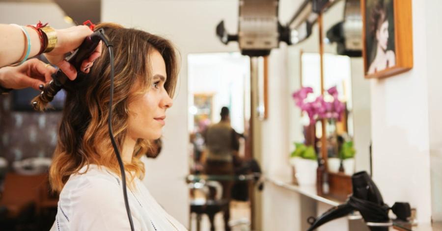 maneras de usar tu rizador de pelo corto